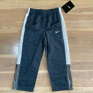Boys Nike grey sweatpants size 3T NWT